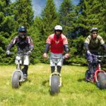 Mountain board à la montagne en séjour sport et en colonies jeunes