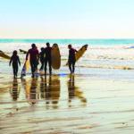 Apprendre le surf en france en colonies de vacances mer