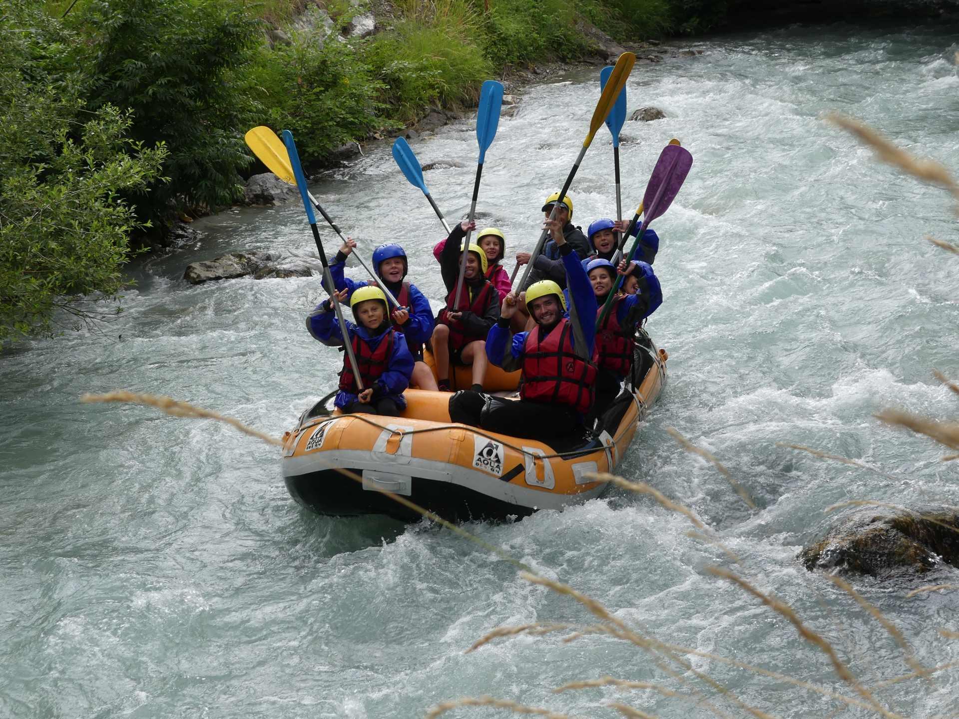 Colo-rafting-montagne-vacances-été-colonie de vacances-kolo vacances-kolo-jeune-enfants-équipe-alpes-eaux vive-sport de montagne-sport