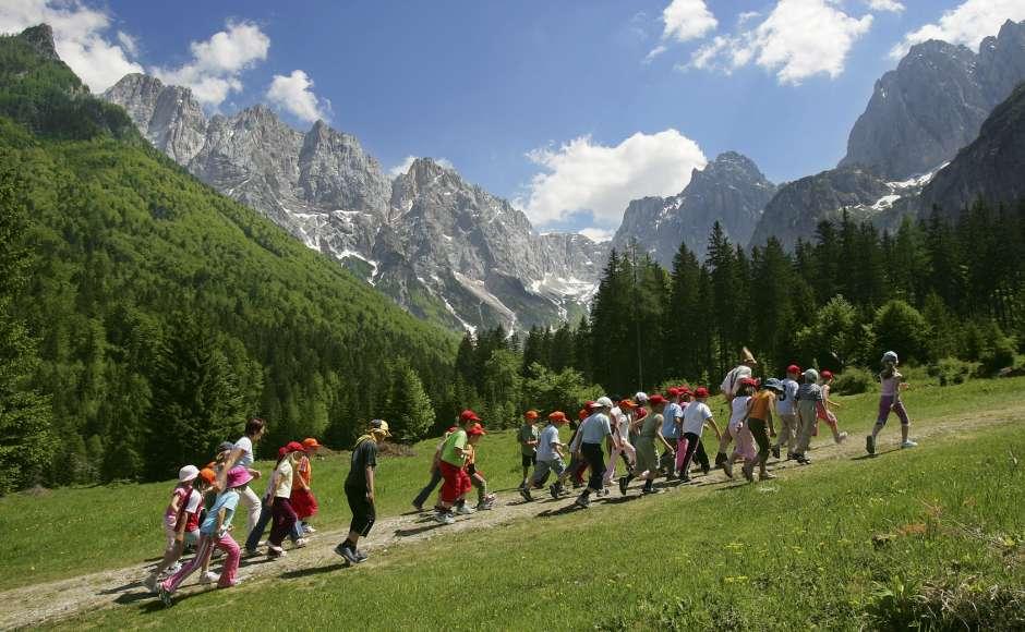 Colo-montagne-été-colonie de vacances-vacances-jeunes-randonnée-groupe