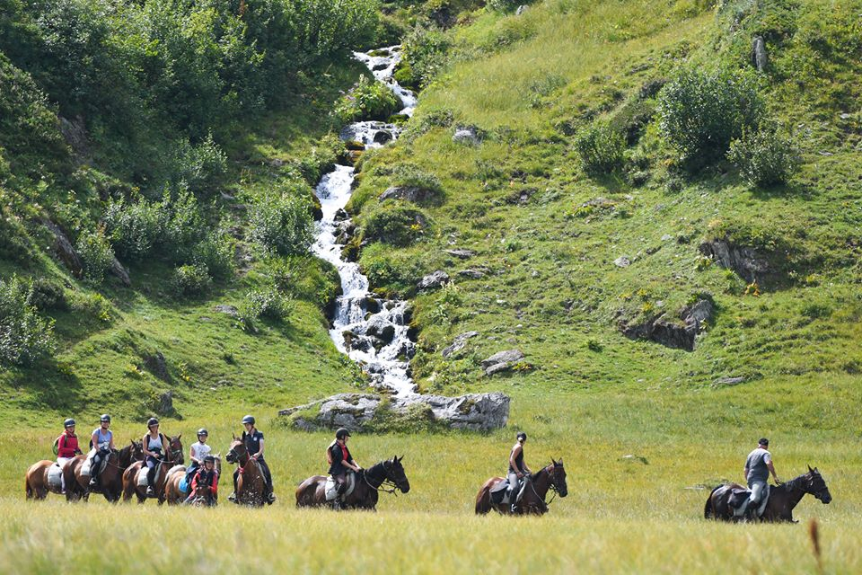 Colonie de vacance équitation cheval montagne Kolo Vacances